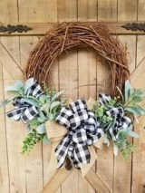 Adorable Front Door Christmas Decoration Ideas That Trend This Year 49