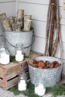 Awesome Christmas Farmhouse Porch Décor Ideas 18