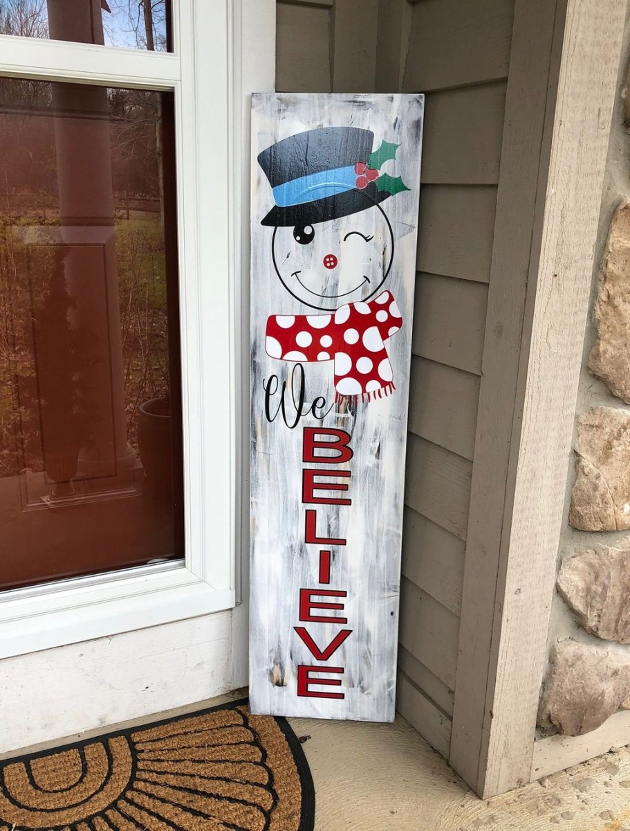Awesome Christmas Farmhouse Porch Décor Ideas 38