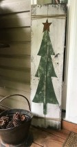 Awesome Christmas Farmhouse Porch Décor Ideas 42