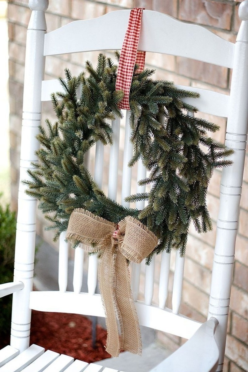 Awesome Christmas Farmhouse Porch Décor Ideas 45