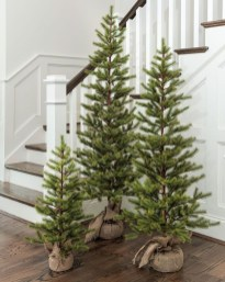 Charming Outdoor Décor Ideas For Christmas To Try 41