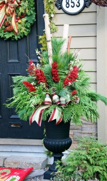 Charming Outdoor Décor Ideas For Christmas To Try 42