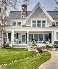 Cute Farmhouse Exterior Design Ideas That Inspire You 28