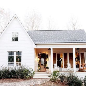 Cute Farmhouse Exterior Design Ideas That Inspire You 33