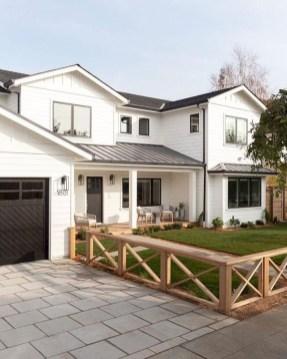 Cute Farmhouse Exterior Design Ideas That Inspire You 41