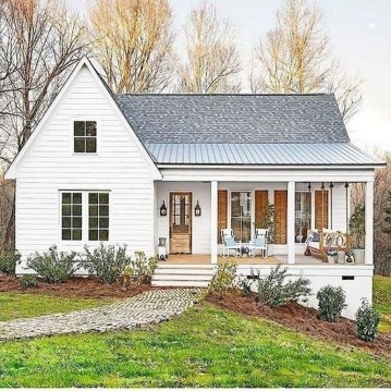 Cute Farmhouse Exterior Design Ideas That Inspire You 42