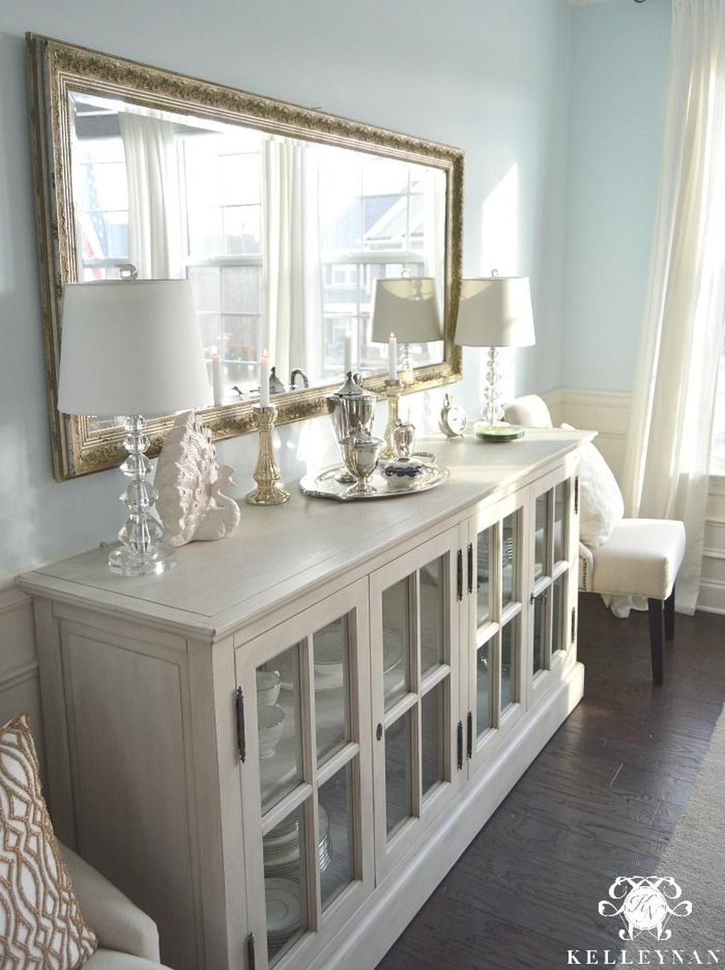 Awesome Dining Room Buffet Table Décor Ideas31