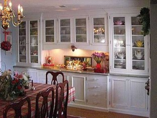 Gorgeous Dining Room Hutch Décor Ideas13