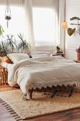 Totally Inspiring Inexpensive Bedroom Décor Ideas12