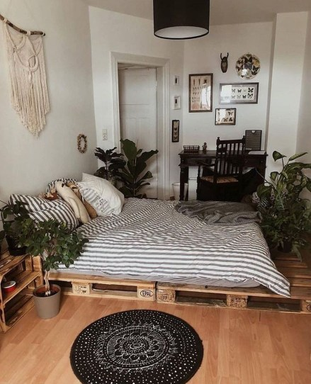 Totally Inspiring Inexpensive Bedroom Décor Ideas14