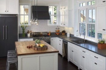 Affordable Black And White Kitchen Cabinets Ideas23