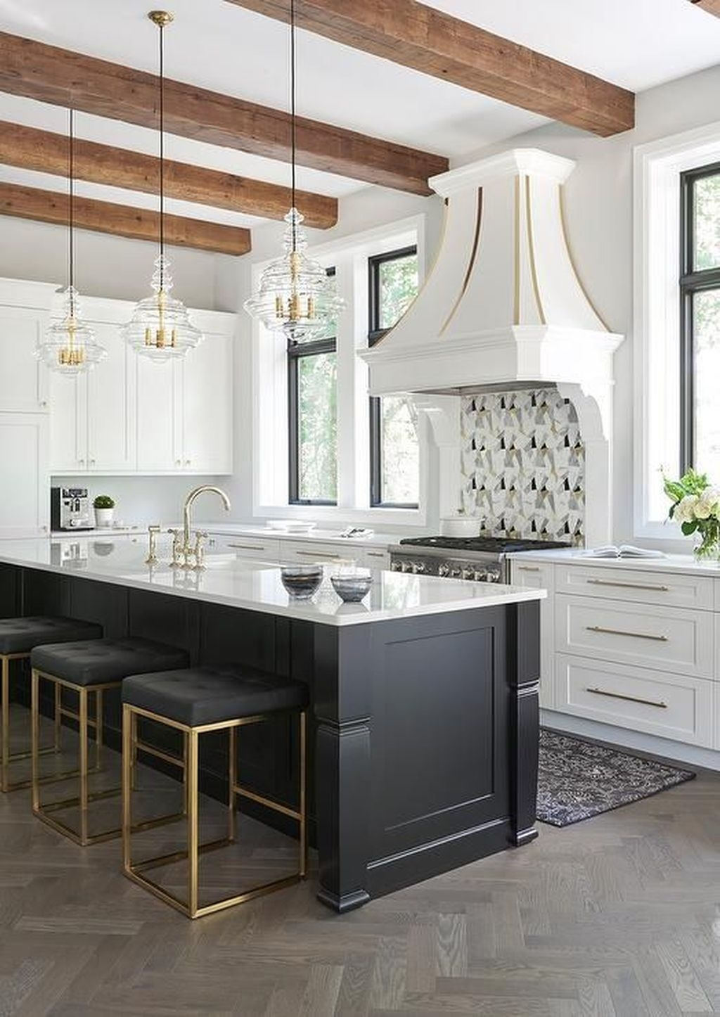 Affordable Black And White Kitchen Cabinets Ideas32