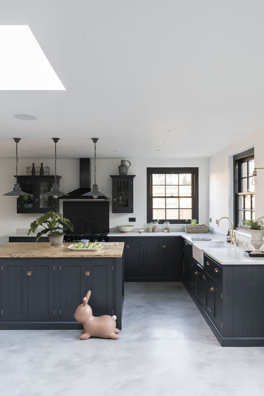 Affordable Black And White Kitchen Cabinets Ideas39