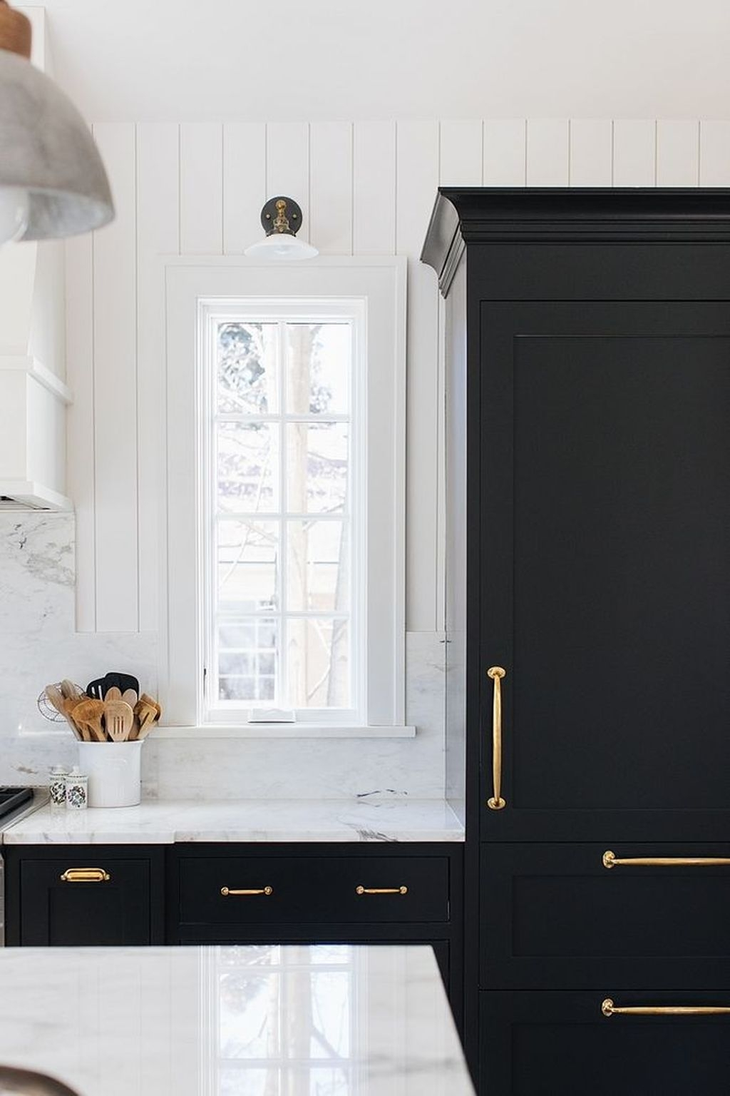 Affordable Black And White Kitchen Cabinets Ideas41