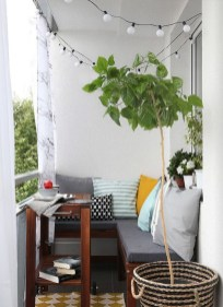 Creative And Simple Fall Balcony Décor Ideas For Small Apartment02