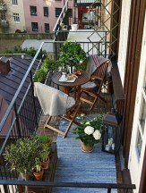 Creative And Simple Fall Balcony Décor Ideas For Small Apartment12