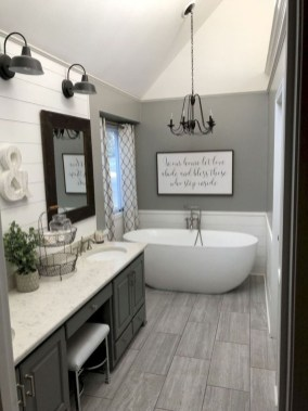 Modern Farmhouse Design For Bathroom Remodel Ideas09