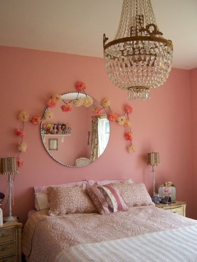 Best Ways To Decorate Your Circle Mirror With Garland29