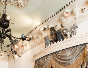 Fascinating Flying Crown Molding Ideas11