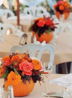 Lovely White And Orange Pumpkin Centerpieces For Fall And Halloween Table09