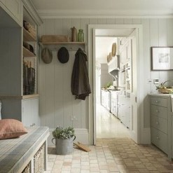 Beautiful Farmhouse Mudroom Remodel Ideas05