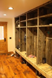 Beautiful Farmhouse Mudroom Remodel Ideas14
