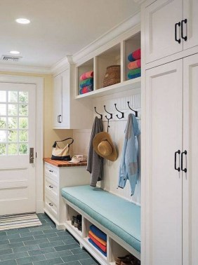 Beautiful Farmhouse Mudroom Remodel Ideas30