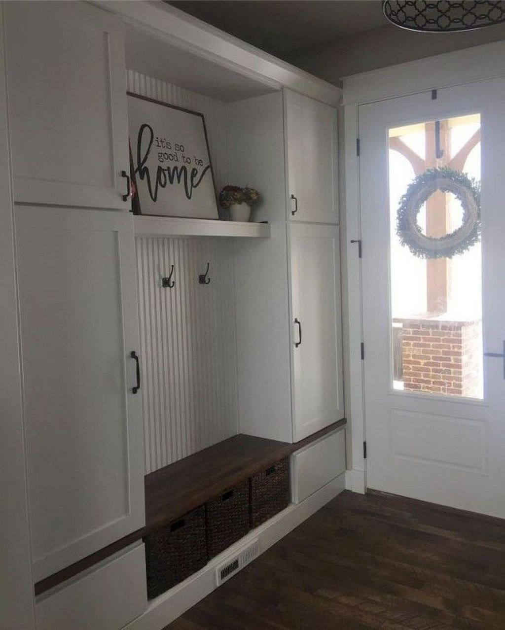 Beautiful Farmhouse Mudroom Remodel Ideas43