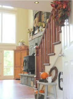 Charming Home Fall Decorating Ideas With Farmhouse Style23