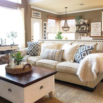 Comfy Farmhouse Living Room Decor And Design Ideas30