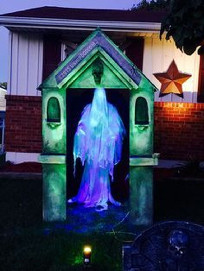 Stunning Diy Outdoor Halloween Decor And Design Ideas21
