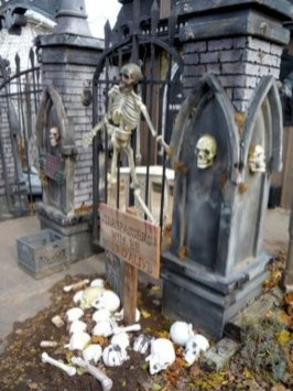 Stunning Diy Outdoor Halloween Decor And Design Ideas30