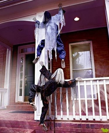 Stylish Wicked Halloween Porch Decorating Ideas On A Budget12