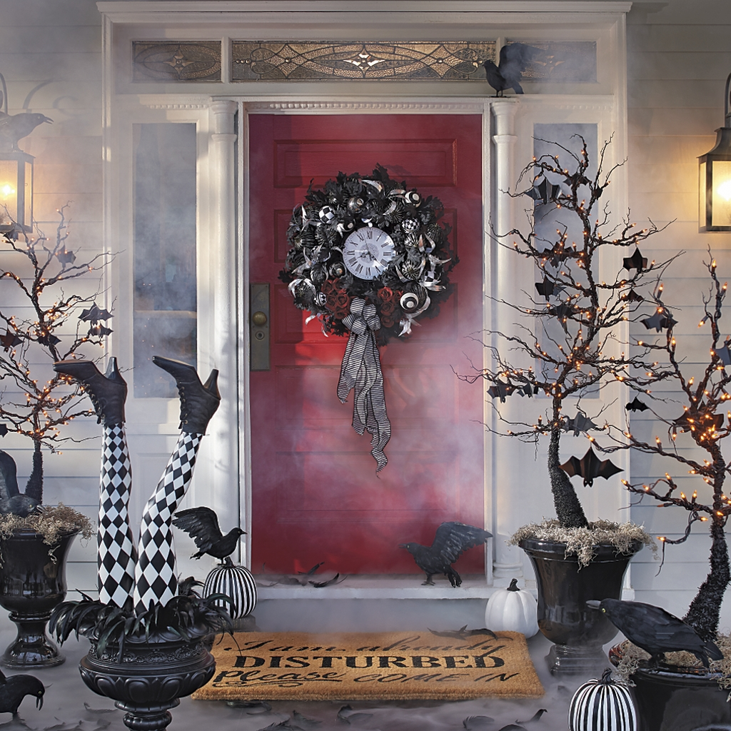 Stylish Wicked Halloween Porch Decorating Ideas On A Budget18