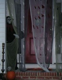 Stylish Wicked Halloween Porch Decorating Ideas On A Budget34
