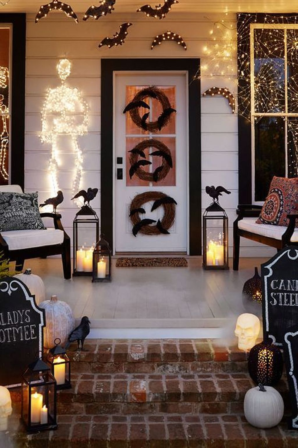 Stylish Wicked Halloween Porch Decorating Ideas On A Budget38
