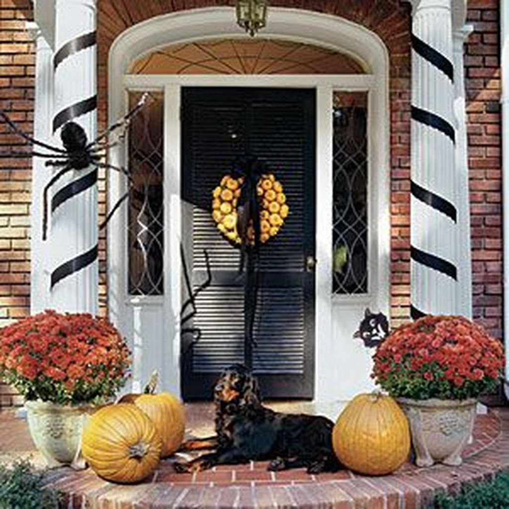 Stylish Wicked Halloween Porch Decorating Ideas On A Budget43