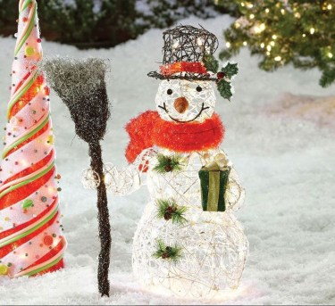 Attractive Front Yard Christmas Decoration Ideas04
