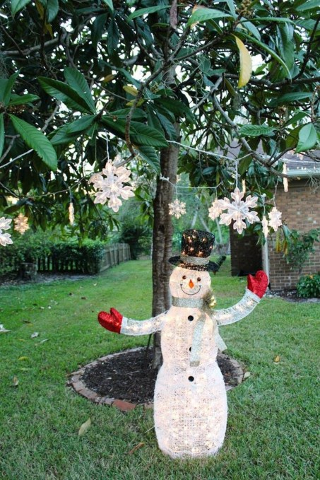 Attractive Front Yard Christmas Decoration Ideas47