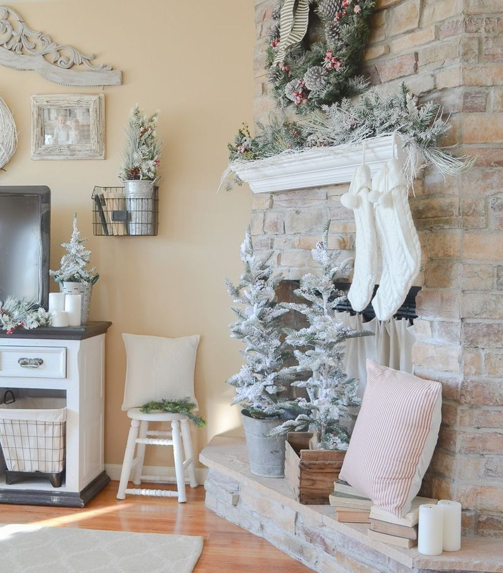 Awesome Vintage Christmas Living Room Decoration Ideas38