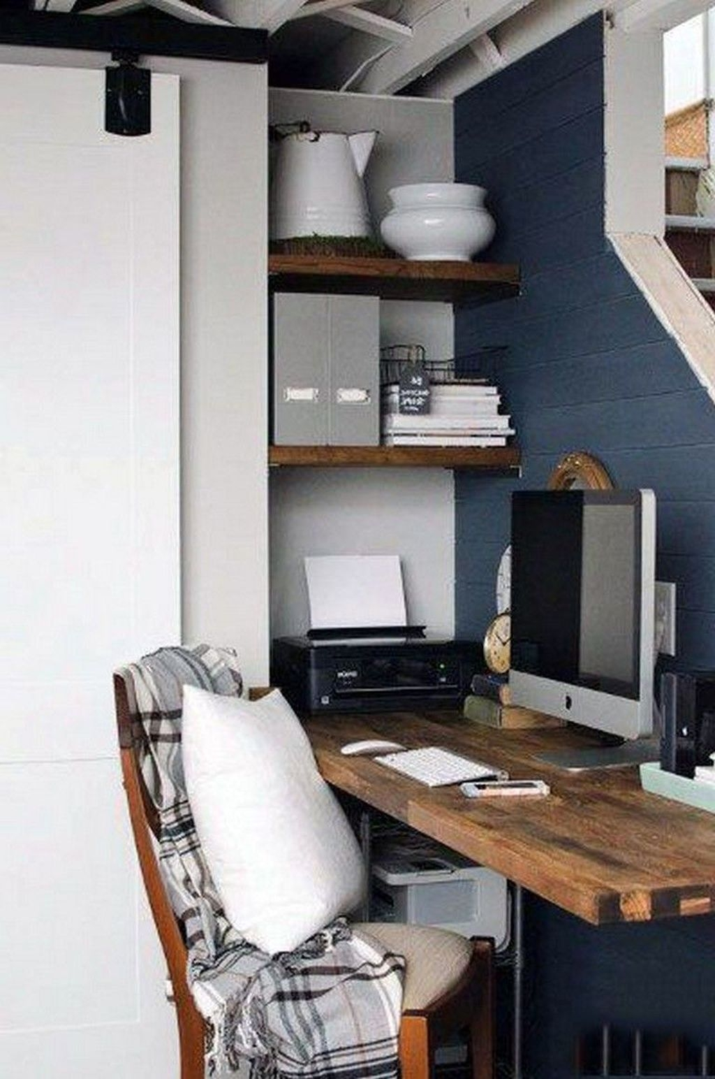 Comfy Home Office Design Ideas For Small Apartment40