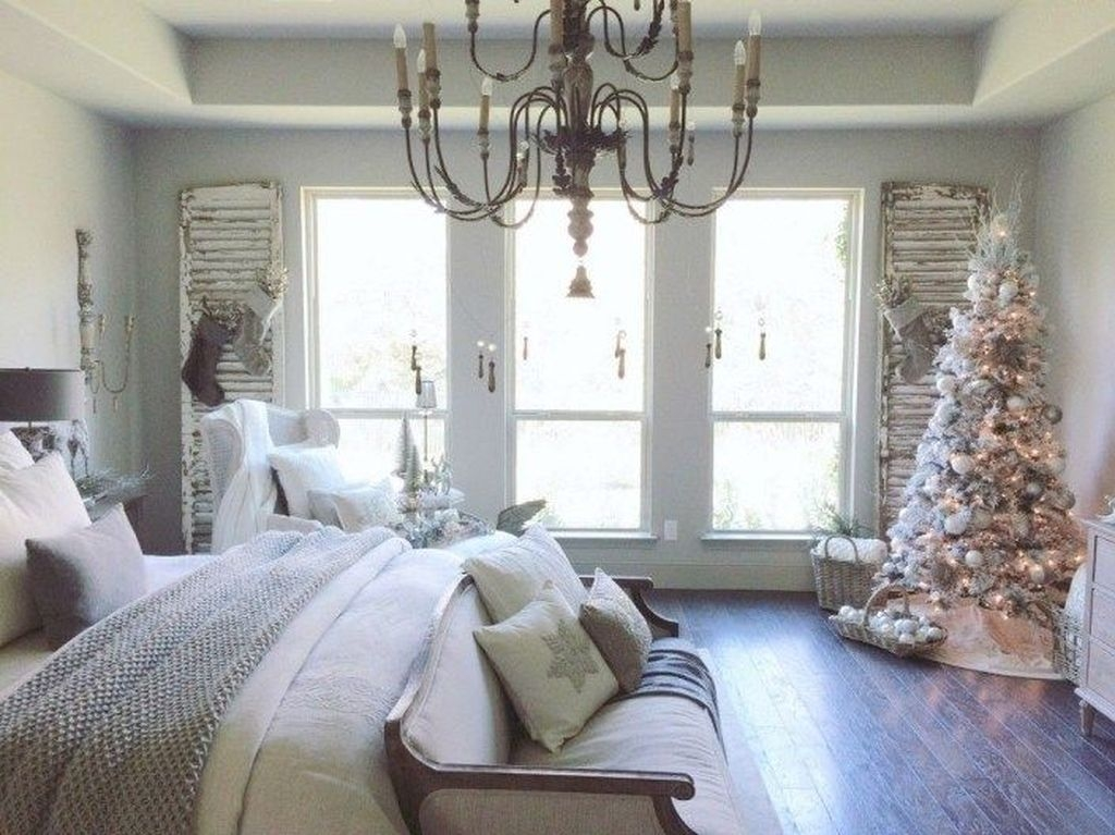 Minimalist Farmhouse Christmas Bedroom Decoration Ideas05