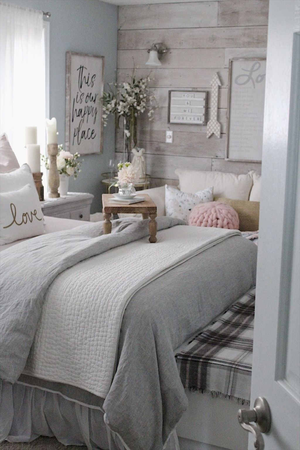 Perfect Christmas Bedroom Decorating Ideas09