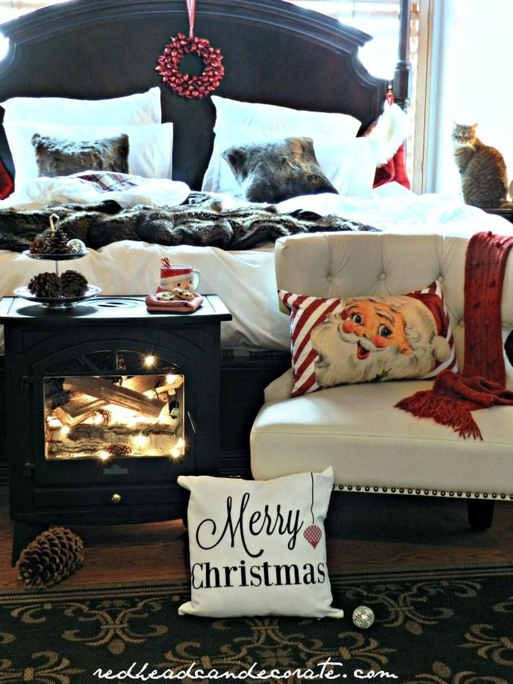 Perfect Christmas Bedroom Decorating Ideas28