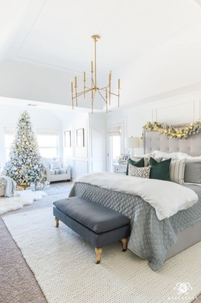 Perfect Christmas Bedroom Decorating Ideas30