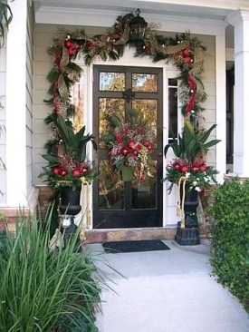 Pretty Christmas Front Yard Landscaping Ideas07