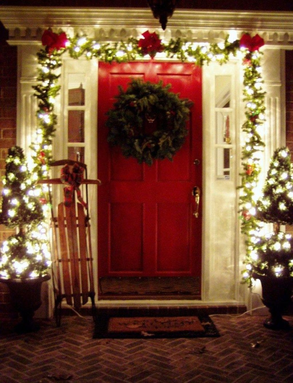 Pretty Christmas Front Yard Landscaping Ideas12