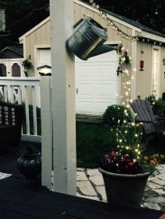 Pretty Christmas Front Yard Landscaping Ideas21