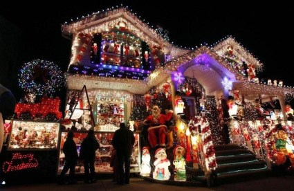 Pretty Christmas Front Yard Landscaping Ideas23